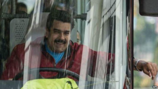 Venezuela le prometió una casa tras lanzar un mango a Maduro
