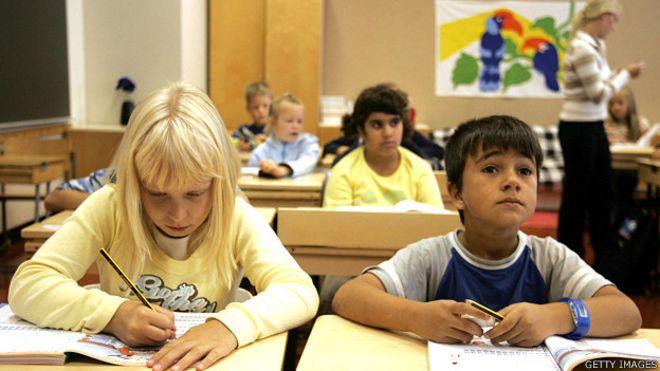 Alumnos en una escuela en Finlandia