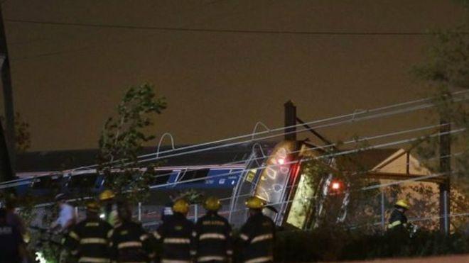 美國費城一列客運列車出軌至少五人死亡
