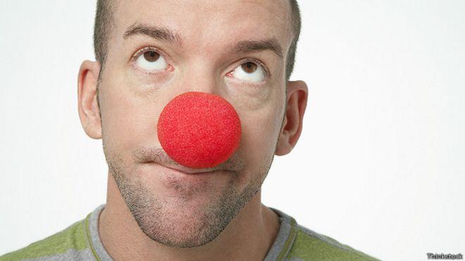 С красным клоунским носом