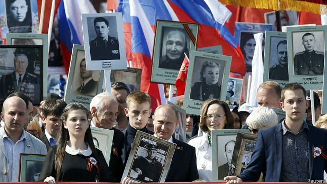 """Путин на акции """"Бессмертный полк"""" в Москве 9 Мая"""