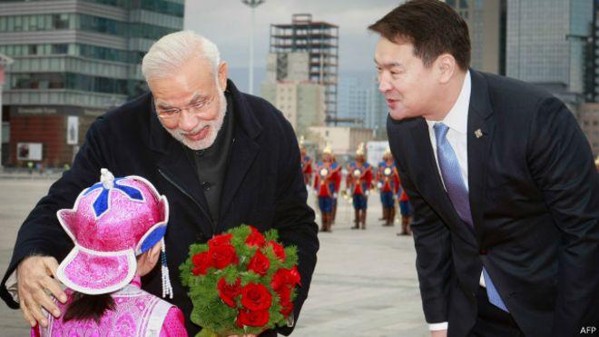 印度总理莫迪,与蒙古总理其米德·赛汗比勒格