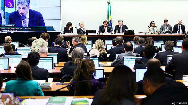 Reunião para discussão da reforma política na Câmara, em 14 de maio (Ag. Câmara)