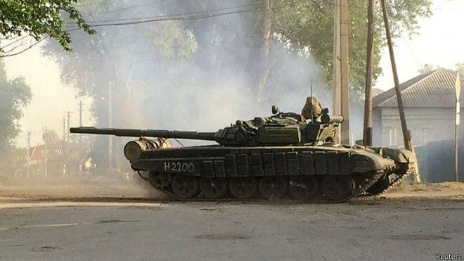 Российский танк у границы с Украиной, в посёлке Матвеев Курган