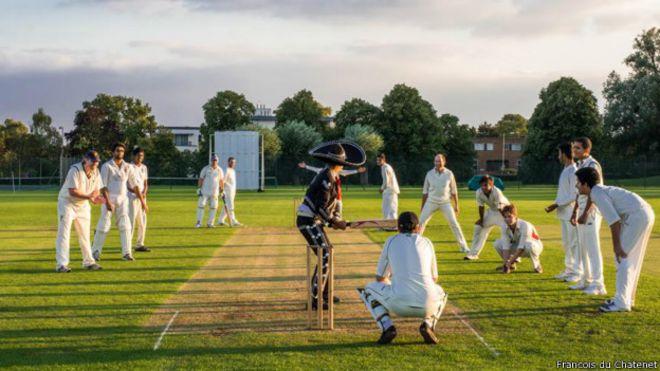 Jugando Cricket en Cambridge, Reino Unido