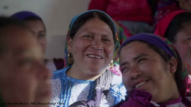 Mujeres zapotecas en San Bartolomé Quialana, Oaxaca. Foto: cortesía Leo Burnett Mexico. P&G.Always.Postal Films