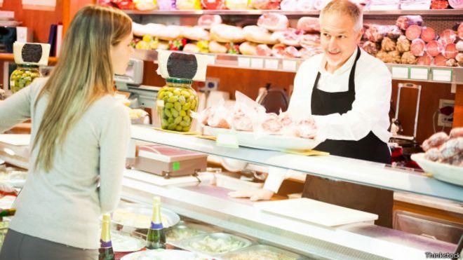 Una mujer en un supermercado