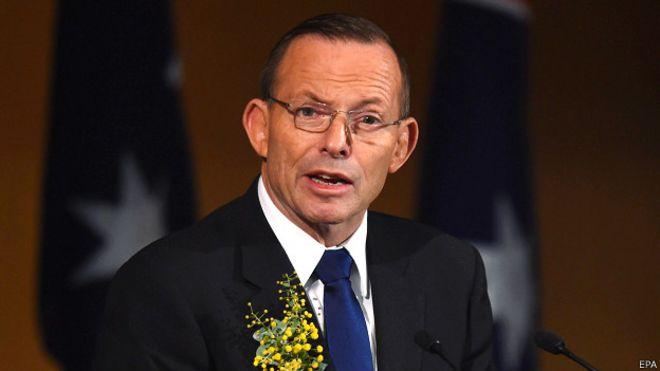 Премьер-министр Австралии Тони Эбботт на церемонии поминовения жертв катастрофы рейса MH17