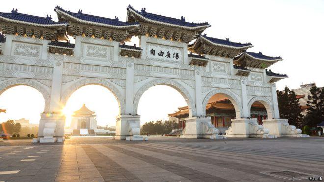 150730111908_chiang_kai_shek_memorial_hall_taipei_640x360_istock.jpg