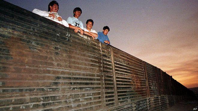 Donald trump pide que muro fronterizo lleve su nombre for Muralla entre mexico y guatemala