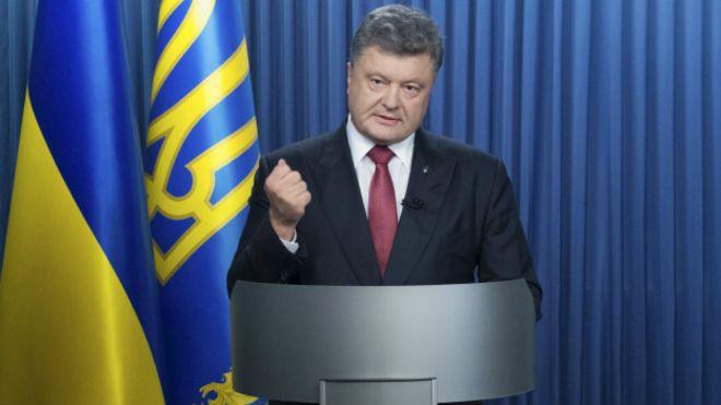 Мини-майдан перед Верховной Радой, взрыв гранаты и конфликт между Порошенко и Яценюком, Аваковым.