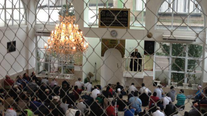 Oração na Mesquita do Pari Foto: Camilla Costa | BBC Brasil