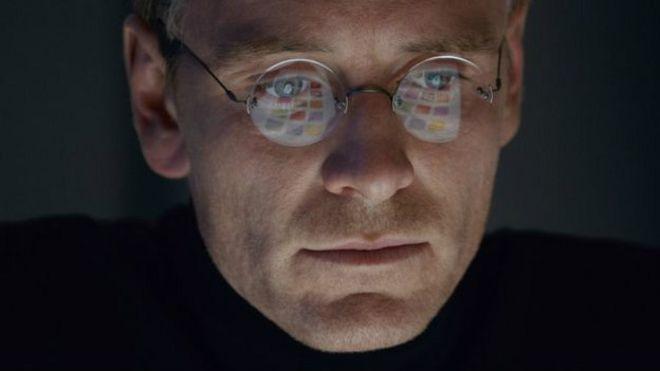 Michael Fassbinder como Steve Jobs