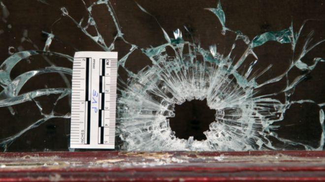Пулевое отверстие в стекле