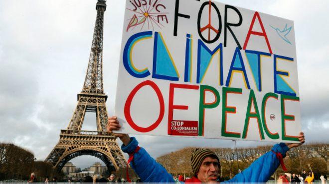 Un manifestante en París.