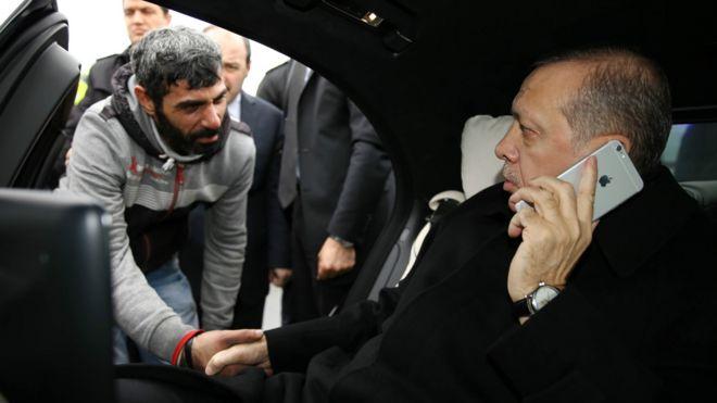 意图自杀的男子与土耳其总统埃尔多安