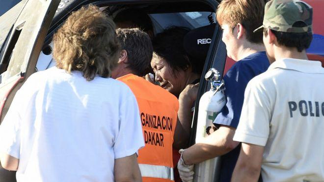 达喀尔拉力赛:中国女车手郭美玲冲出赛道致十多人伤