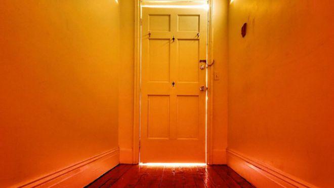 Por qué se nos olvidan cosas cuando abrimos una puerta
