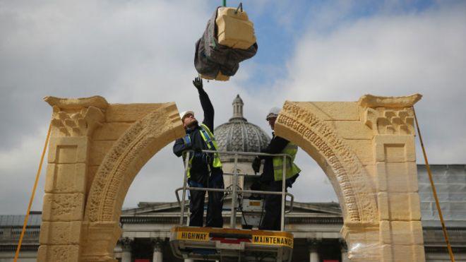 Arco de Triunfo reconstruido en la Plaza de Trafalgar