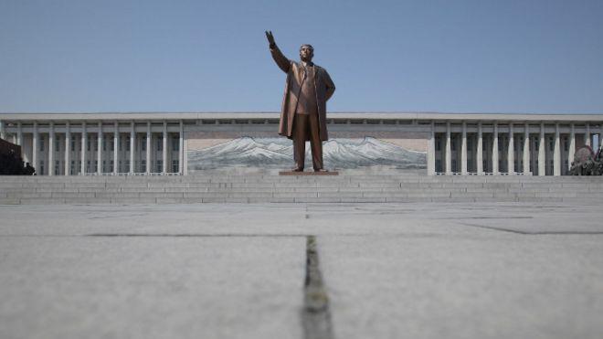 Памятник Ким Ир Сену