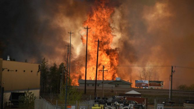 160504083443_cn_fort_mcmurray_wildfire_0