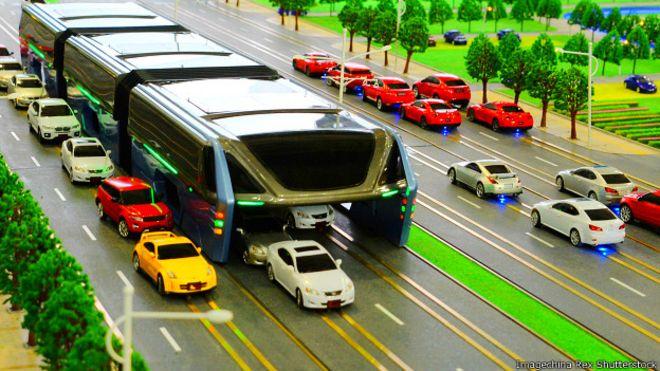 Prototipo del nuevo Autobús de Tránsito Elevado presentado en China