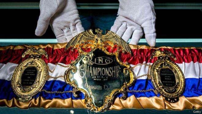 Đai vô địch quyền Anh có khắc tên Cassius Clay