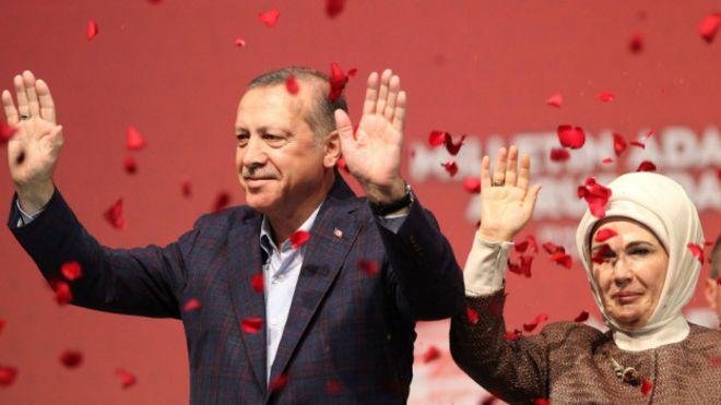 Эрдоган назвал женщин, не имеющих детей, неполноценными