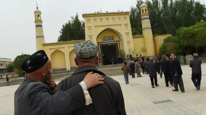 新疆收缴居民护照统一保管引发争议