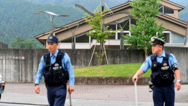日本持刀攻擊男子走進警察局:是我幹的