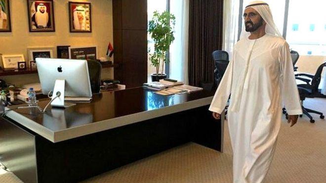 مكاتب خالية تستقبل حاكم دبي في جولة تفقدية مفاجئة