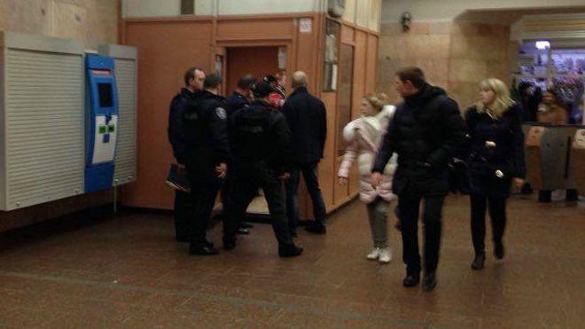 ВКиевском метро полицейский получил огнестрельное ранение