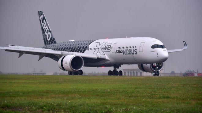 空客A350 XWB測試機降落珠海機場(新華社圖片29/10/2016)