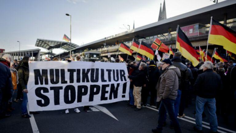 Антимигрантская демонстрация в Кельне 9 января 2016 г.