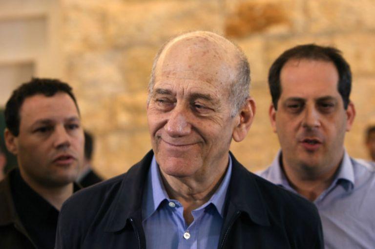 Эхуд Ольмерт в Верховном суде в декабре 2015 г.