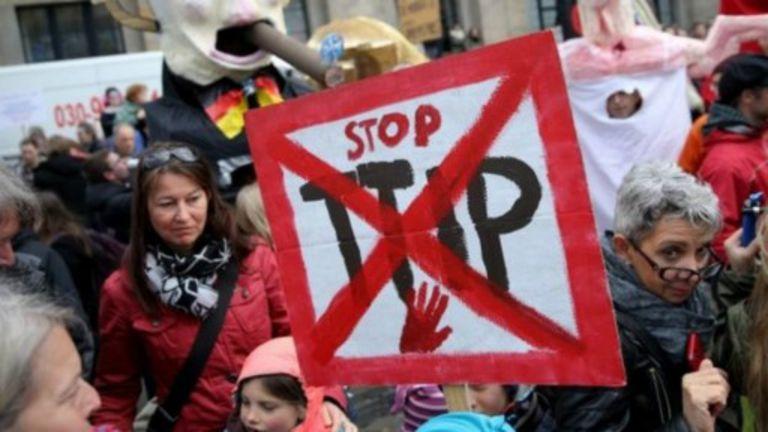 Les manifestants décrient le traité de libre-échange transatlantique