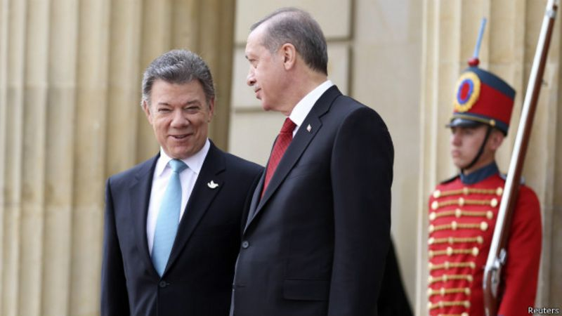 Juan Manuel Santos(izq.) y Recep Tayyip Erdogan