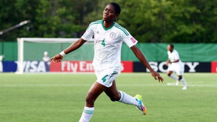 Asisat Oshoala a remporté le prix de Ballon d'Or Adidas de la meilleure joueuse de la Coupe du Monde 2014 F-U20 et du Soulier d'Or Adidas après avoir marqué 7 buts.