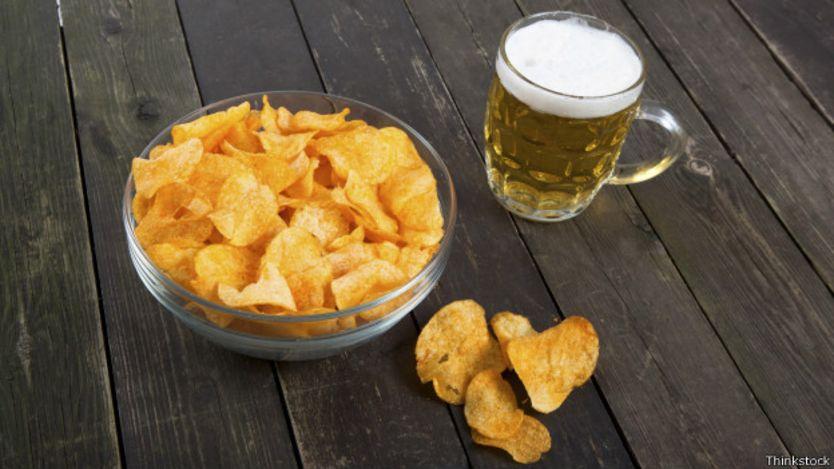 Papas fritas y cerveza