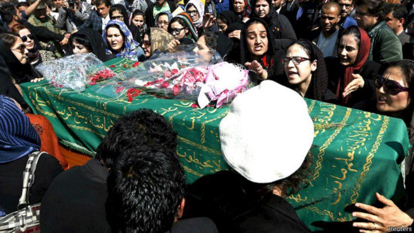 Otra escena del funeral de la joven linchada