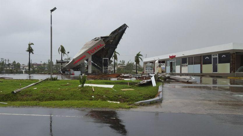 斐濟維提島巴鎮一處加油站被超強熱帶氣旋溫斯頓吹塌(21/2/2016)