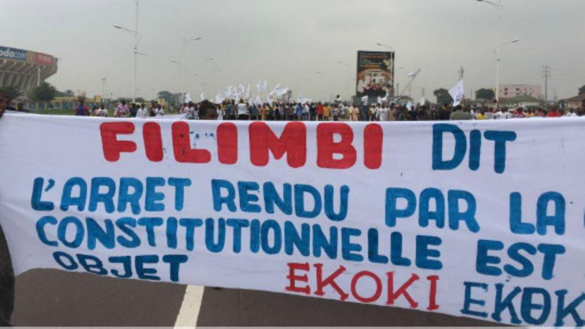 Des activistes de droits de l'homme ont défilé avec les militants de l'opposition