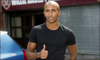 Mehdi Taouil arrives at Tynecastle