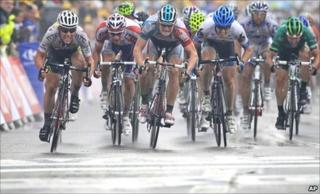 Mark Cavendish wins stage 11