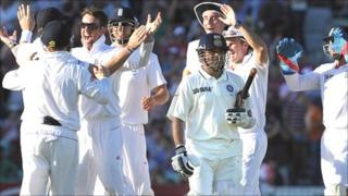Graeme Swann grabs the wicket of Sachin Tendulkar