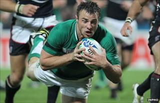 Tommy Bowe scores Ireland's first try against the USA