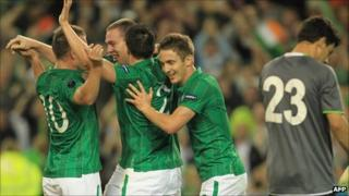 Republic of Ireland players celebrate a goal by Richard Dunne