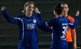 Stefanie Draws and Anja Mittag celebrate