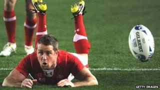 Shane Williams scores a try against Australia at the 2011 World Cup