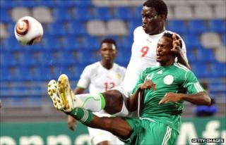 Nigeria's Obiora Nwanda (green shirt) battles for possession against Senegal